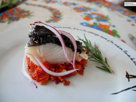 Bacalao al romero con cebolla encurtida, tomate y olivada: receta fácil, pero fina, de los hermanos Torres