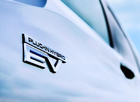 Mitsubishi Outlander Phev Teaser 2022 5