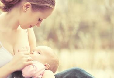Dar el pecho protege contra el cáncer de mama