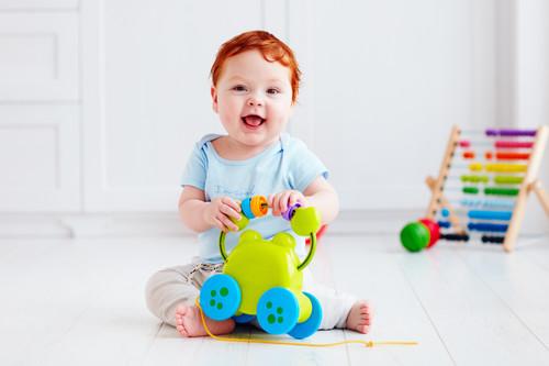 Los 17 mejores juguetes para regalar en Navidad recomendados para bebés de cero a tres años