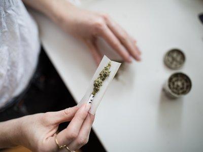 La marihuana podría ser menos peligrosa para el cerebro que el alcohol