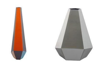 Los dos modelos de jarrón Angle de Habitat.