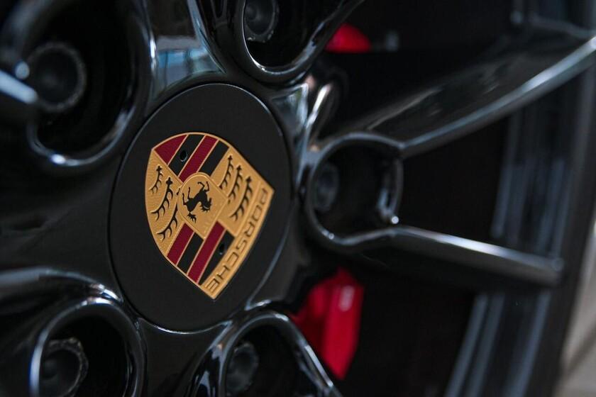¡Pillado! El Porsche Taycan Cross Turismo, al descubierto: el coche eléctrico muestra su carrocería familiar antes de tiempo