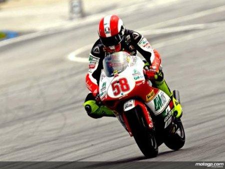 Marco Simoncelli demuestra su fuerza y se anota la pole position