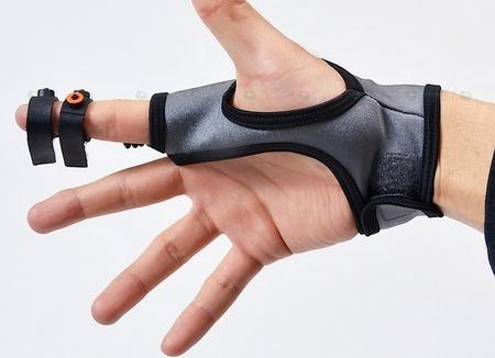 Controlar el ordenador a lo Minority Report es posible con el nuevo guante de Thanko