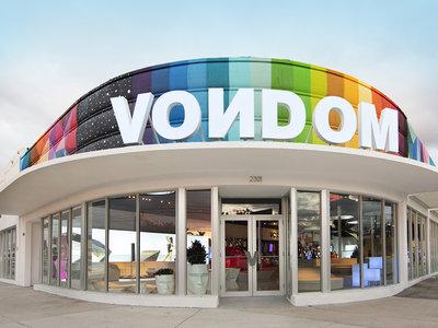 Espacios para trabajar: sorprendente y colorista flagship store de Vondom en Miami