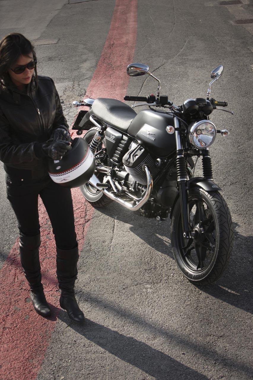 Foto de Moto Guzzi V7 Stone (38/57)