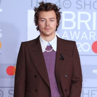 De Gucci, con perlas y uñas de color: así es el look de Harry Styles para los BRIT Awards