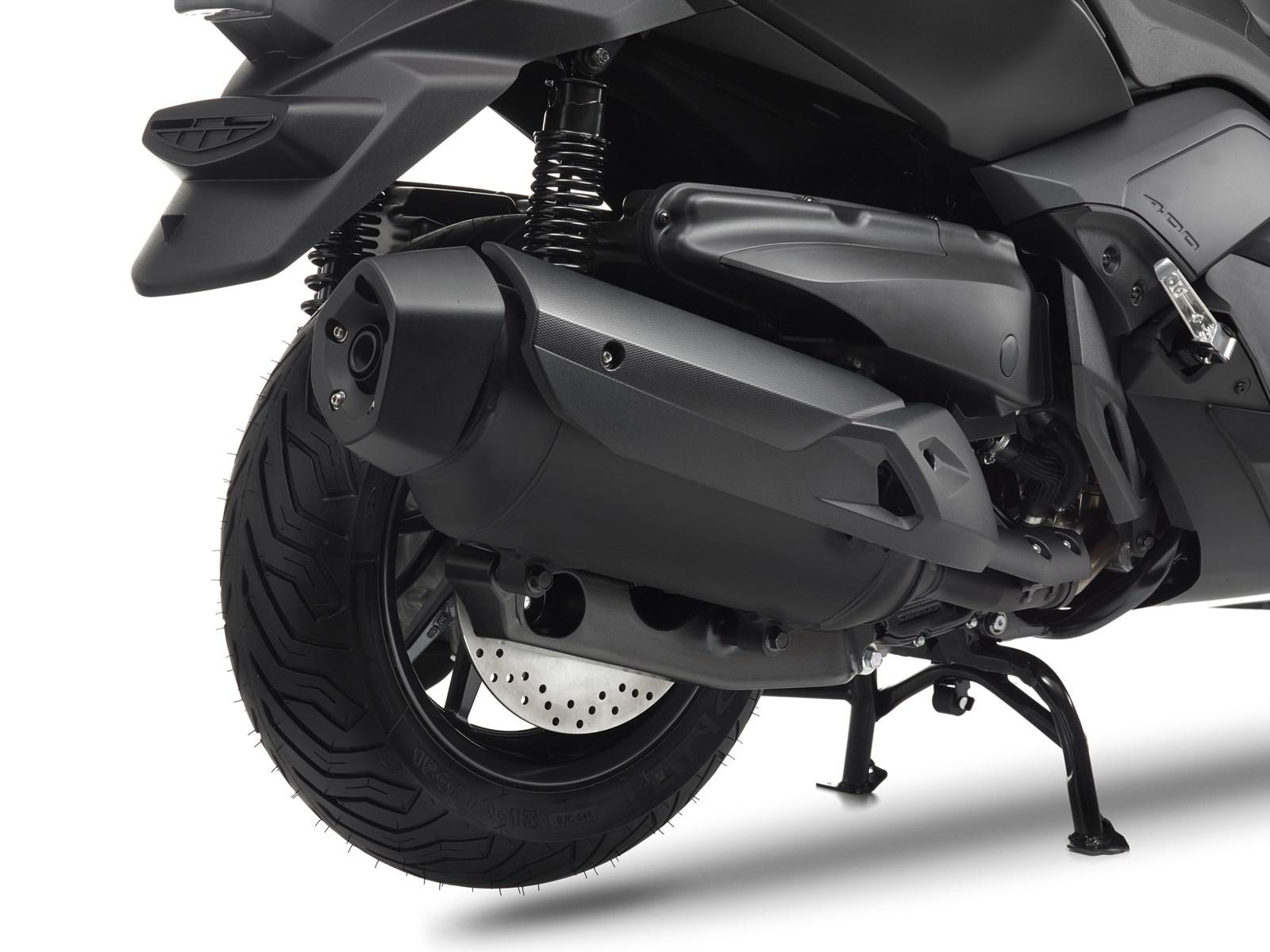 Foto de Yamaha X-MAX 400 MOMODESIGN, estudio y detalles (25/33)