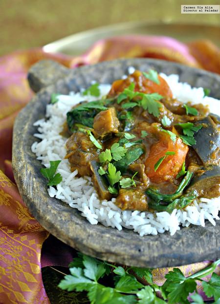 Curry de berenjena, tomate y espinacas. Receta vegetariana