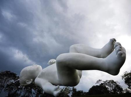 """Un bebé de siete toneladas """"flotando"""" en Singapur"""