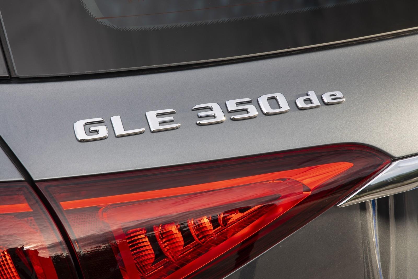 Foto de Mercedes-Benz GLE 350 de y GLC 300 e 2019 (2/13)