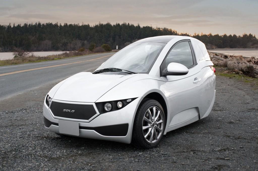 La industria ya sabe cómo hacer coches eléctricos baratos. Pero sólo con tres ruedas y para un pasajero