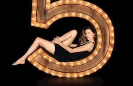 La mujer Chanel diez años después interpretada por Gisele Bündchen en la short movie de Baz Luhrmann para la fragancia No 5