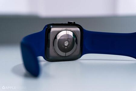 """Dos """"Apple Watch"""" para tomar un ECG, esto es lo que Apple investigaba antes de lanzar el Apple Watch Series 4"""