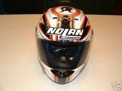 Se subasta un casco dedicado de Marco Melandri