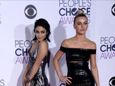 Los brillos excesivos provocaron el patinazo de Vanessa Hudgens y Julianne Hough en los People's Choice Awards