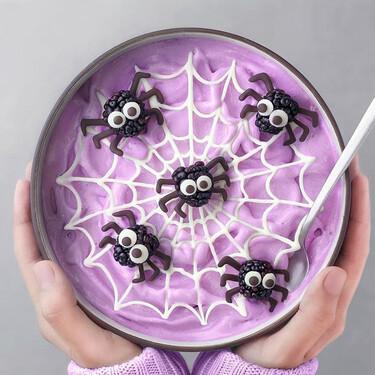Este jovencísimo cocinero convierte el desayuno (o la merienda) de Halloween en una obra de arte