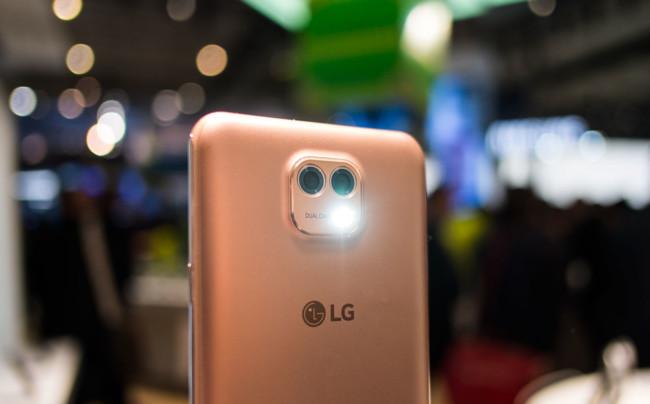 La recuperación por LG de la doble cámara: ¿nueva seña de identidad o preludio de una moda?