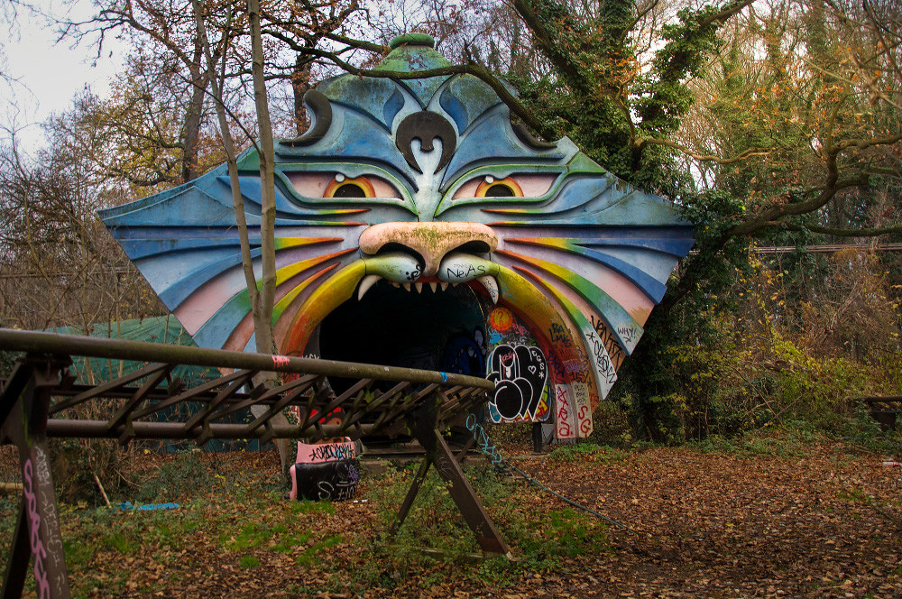Abandonded Theme Park Seph Lawless 21