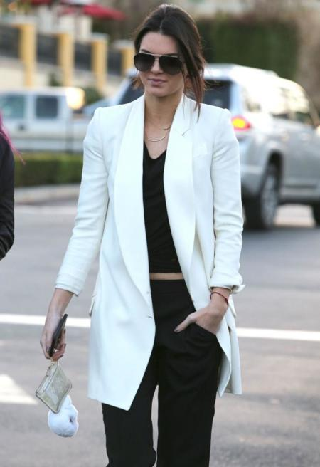 Como darle un aire más formal a tus pantalones de chándal, por Kendall Jenner
