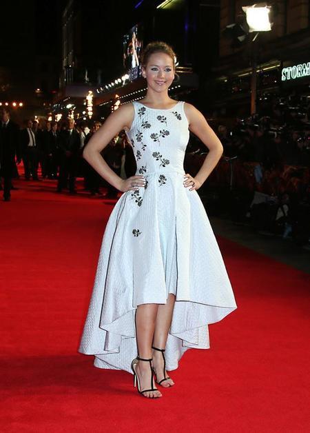 Jennifer Lawrence vuelve a lo grande a la alfombra roja de 'Los Juegos del Hambre'