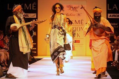 Rohit Bal y Mukherjee Sabyasachi, los diseñadores hindúes en el punto de mira de LVMH