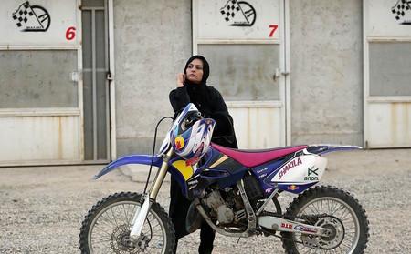 Asia Moto Iran Mujer