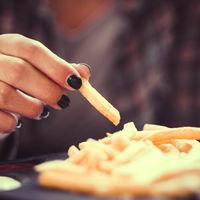Decir que las patatas de McDonals son la solución a la calvicie es jugar con los sentimientos de los calvos (y hacerles engordar)