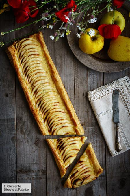 Banda de hojaldre con crema y manzana