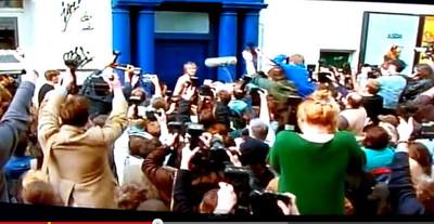 La pequeña historia detrás de la pequeña puerta azul de Notting Hill
