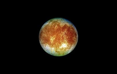 ¿Por qué Europa, la luna de Júpiter, lleva tan de cabeza a la NASA?