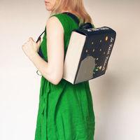 Cuando creías que no había nada mejor que un buen libro descubres estos impresionantes bolsos y mochilas