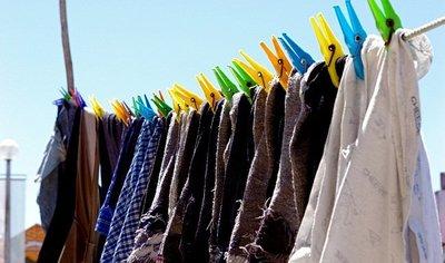 Utilice toallitas atrapacolor y ahorre en desteñidos