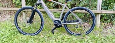 Peugeot eT01, análisis: una bici eléctrica todoterreno con corazón urbano para pedalear por asfalto y barro