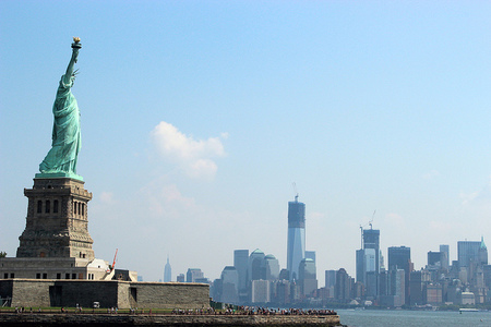 Vuelve a abrir al público la Estatua de la Libertad, después de los daños del Huracán Sandy