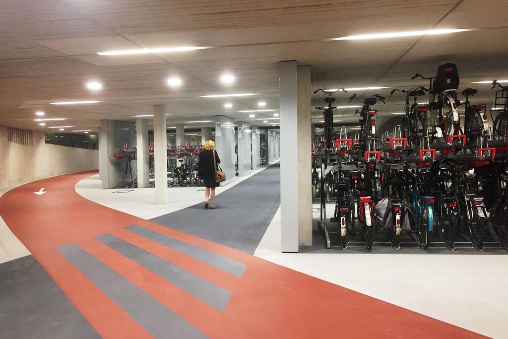 Worlds Largest Bike Parking Garabe Netherlands 003