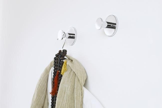Foto de Accesorios adhesivos para el baño, para los que odian hacer agujeros (5/6)
