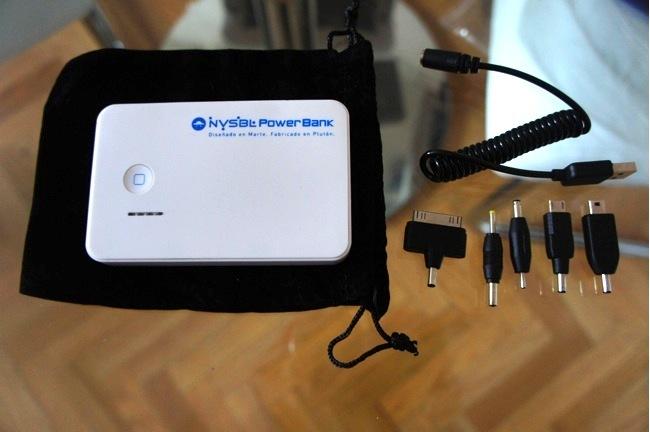 Contenido de la caja: Batería, bolsa, cable y adaptadores