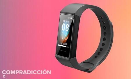 Pocas pulseras deportivas de una marca reconocida cuestan tan poco: Xiaomi Mi Smart Band 4C con un 50% de descuento en El Corte Inglés por sólo 9,99 euros