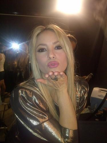De la Rúa, Shakira te manda un beso y ¡ni un céntimo!