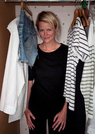 Vestido negro camiseta blanca