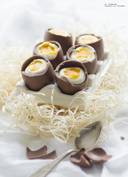 huevos de Pascua con mousse de queso y mango