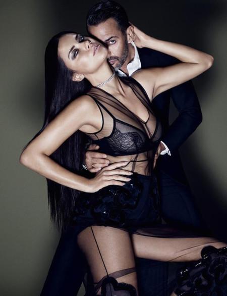 Adriana Lima posa junto a Marc Jacobs para su última fragancia, más Decadence que esto imposible