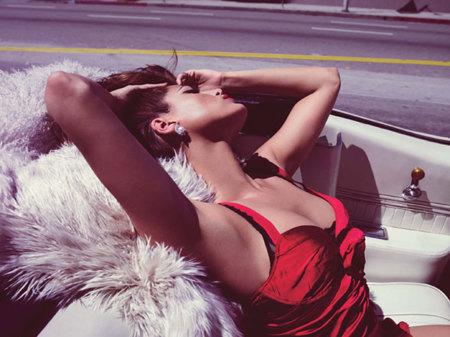 Eva Mendes en la portada de la revista W: explosión latina