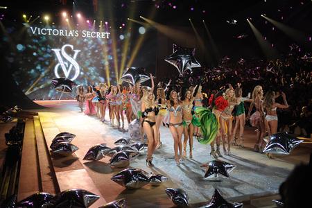 Con semejante desfile de ángeles de Victoria's Secret, eso parecía el paraíso