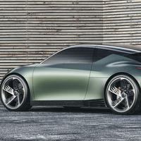 Genesis Mint Concept, un coche eléctrico urbano sin maletero y con 7 pantallas en el volante