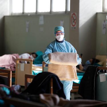 """""""Llevamos diez días colapsados"""": así están viviendo los sanitarios españoles la lucha contra el coronavirus"""