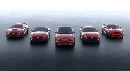 El Ford Mustang Mach E no lo es todo, ya analizan toda una gama de productos inspirada en el Mustang