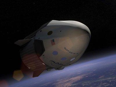 El próximo año, SpaceX quiere enviar sus primeros turistas a la Luna